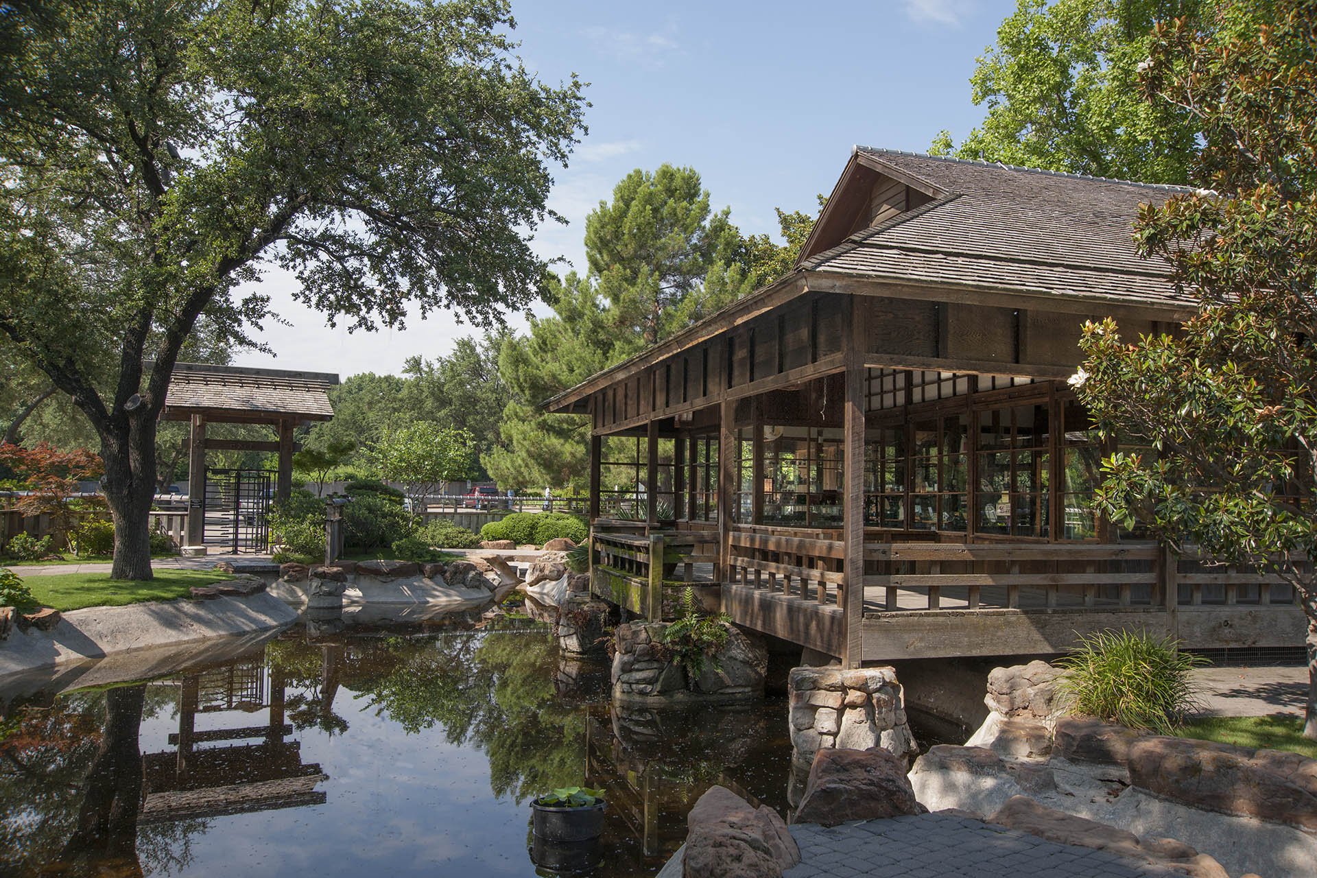 Fort worth garden should be seen every season u s for Fish store fort worth