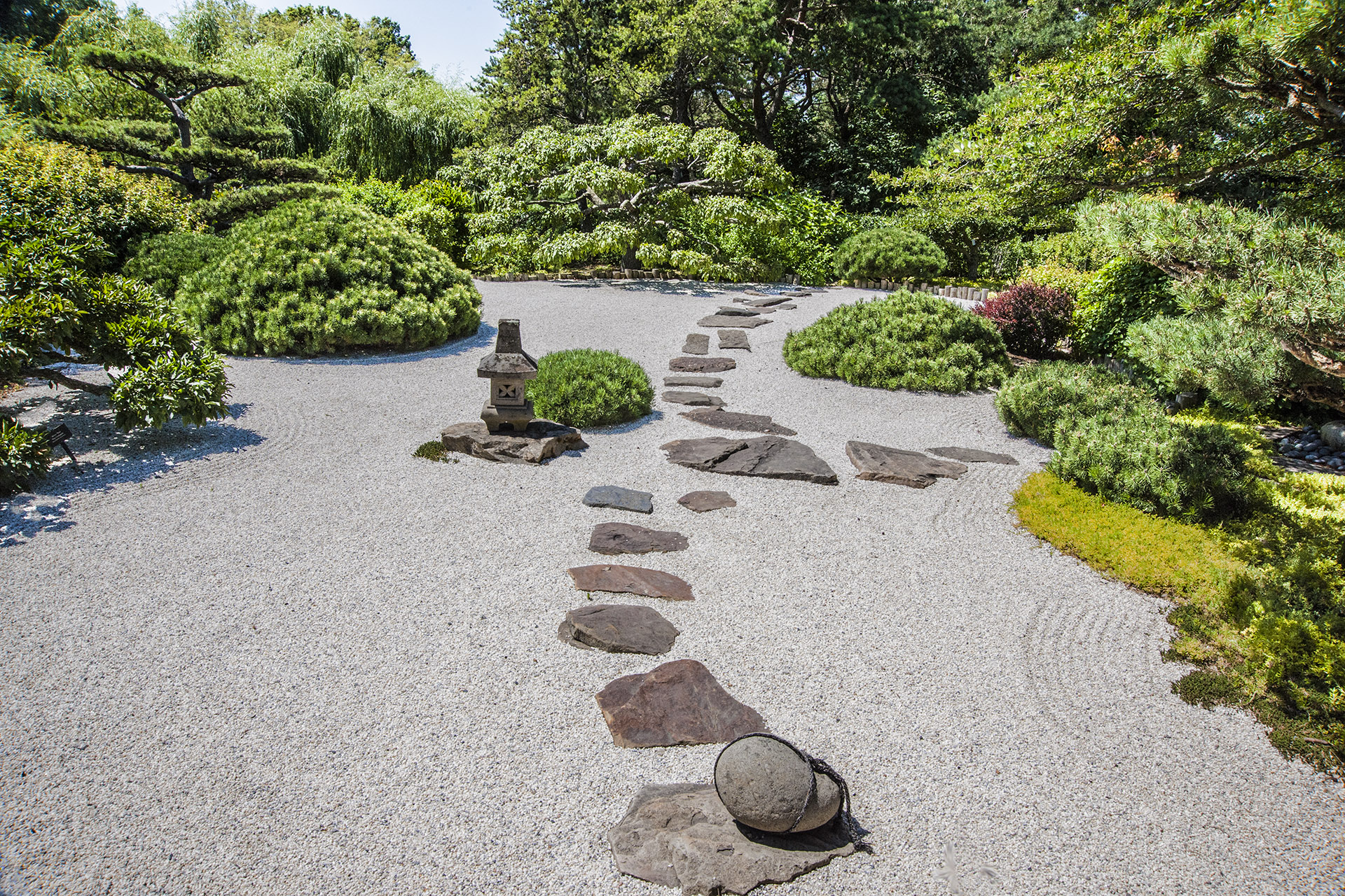 Chicago botanic garden in glencoe where east meets for Dry landscape design